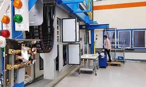 produktionshalle metalindustrie human-machine interface software