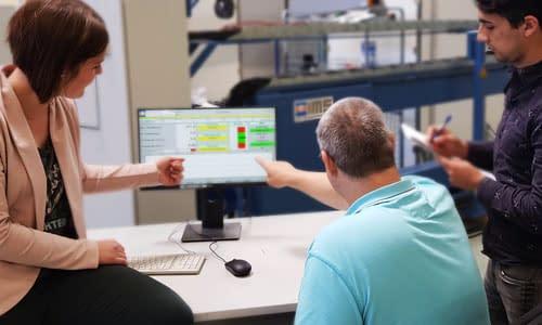 human-machine interface zielgruppen am computer monitor